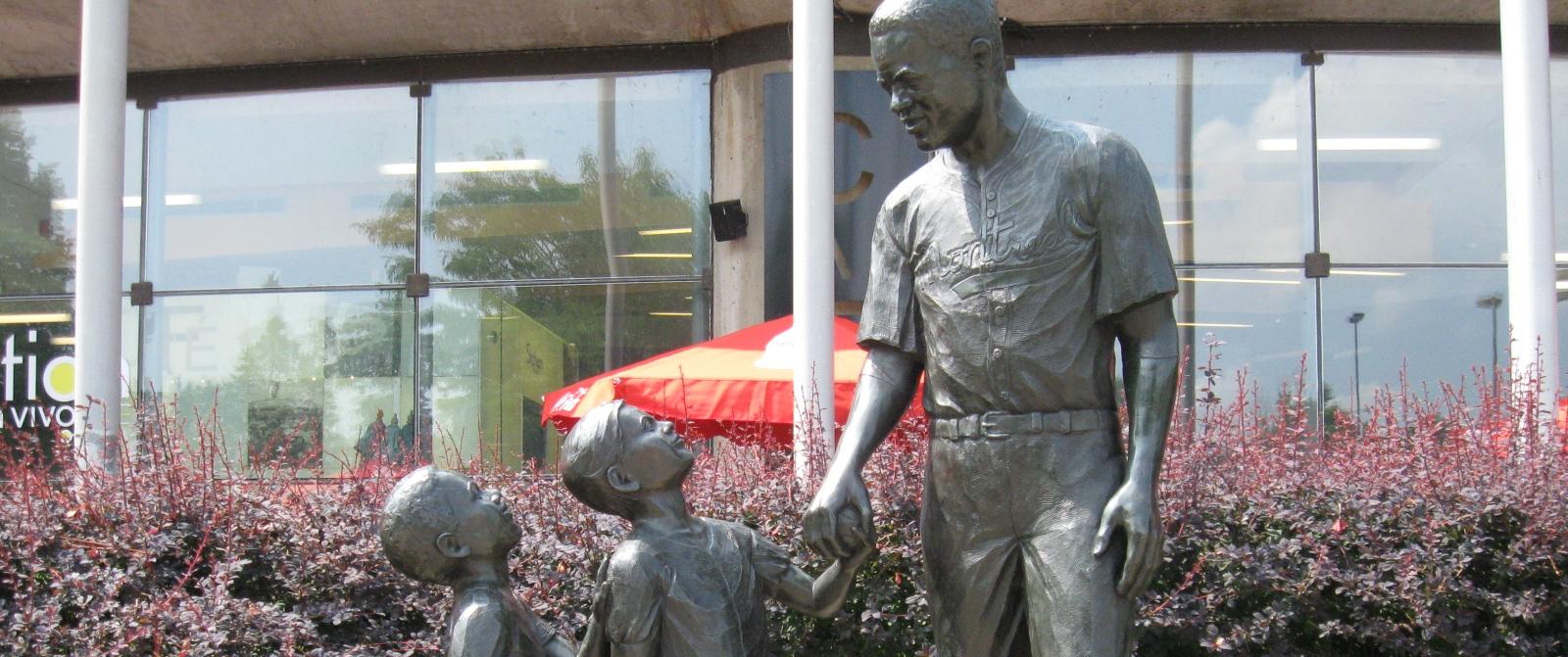 jr-statuepost